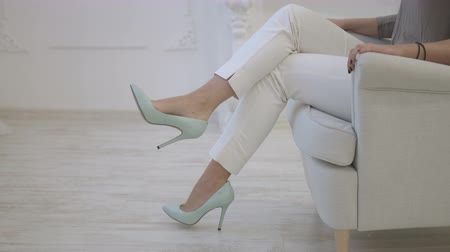 pięta : Shoes worn by womens legs. Sexy legs Wideo