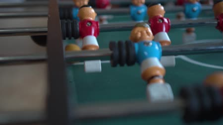 atividades de lazer : Table football with blue and red figures Vídeos