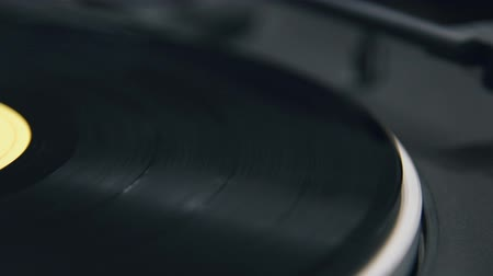 gravar : music vinyl record on turntable Stock Footage