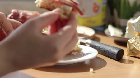 bolinho : Woman hands spreading butter on bread, super slow motion