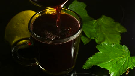 escarlate : Hot fragrant mulled wine with orange