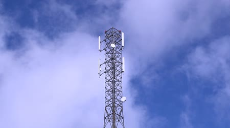 telekomünikasyon : GSM Antenna on a blue sky background Stok Video
