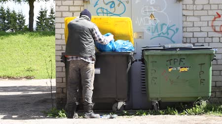 бедный : Tramp digging in dumpster