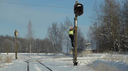 demiryolu : Railroad worker  on signal beacons pole