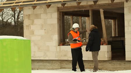 stavitel : Construction manager meets with the customer