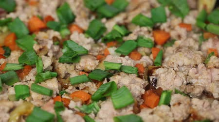 определенный : Minced meat with vegetables on a pan