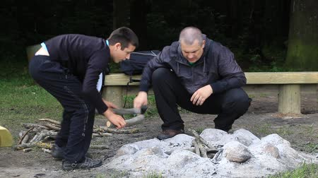 şenlik ateşi : Father and son piling firewood for campfire episode 5