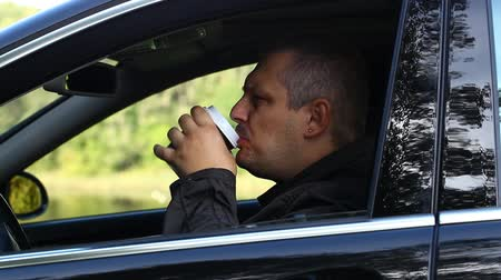 xícara de café : Man with coffee in car episode 1 Stock Footage