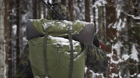 av : Hunter with optical rifle in winter in the woods episode 2 Stok Video