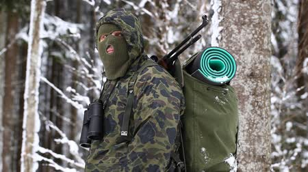ohař : Hunter with optical rifle in winter in the woods episode 8 Dostupné videozáznamy