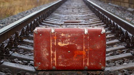 bagagem : Suitcase on the railway