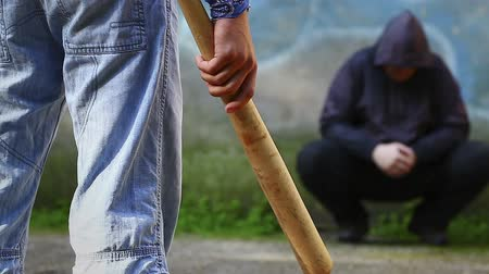 nietoperz : Aggressive teenager with a baseball bat