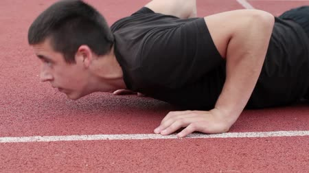 tłuszcz : Teenager do push ups at outdoor on sports ground