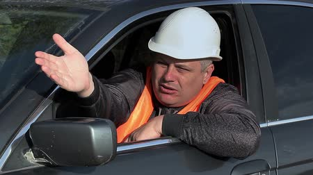 kötü : Angry worker in car on road