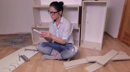 compares : Woman compares furniture handles Stock Footage