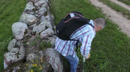 kule : Man with crutches and backpack in summer day Wideo