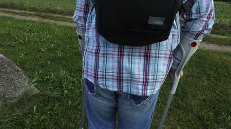 kule : Disabled traveler with crutches and backpack Wideo