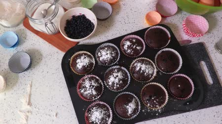 vdolky : Muffins sprinkle with powdered sugar