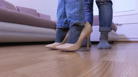vysoký : Girl trying to walk with her mothers shoes on high heels