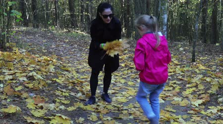 timberland : Mother and daughter collect colorful autumn leaves