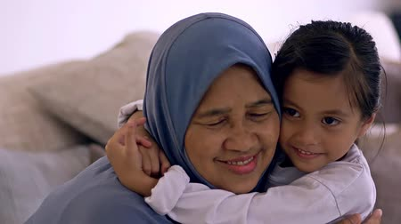 etnisite : Young Muslim girl with her grandmother Stok Video