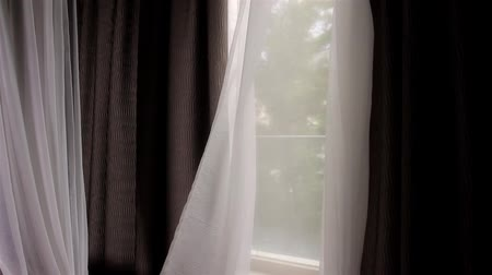 üfleme : Curtain blowing in the breeze