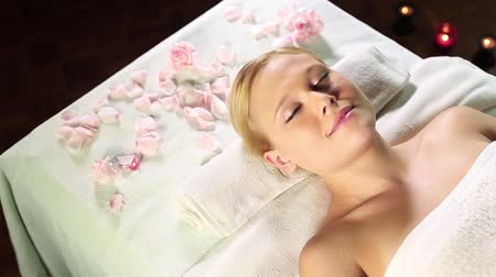 pétala : Relaxed young blonde woman lying face up at the spa