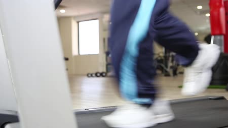 buty sportowe : Human legs walking and running on the treadmill Wideo