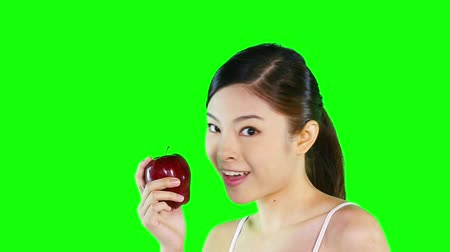 csak a fiatal nők : Cheerful young woman holding an apple