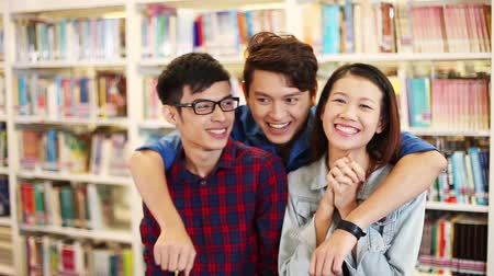 malajské : Three cheerful friends at a library