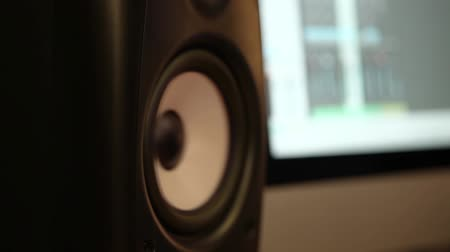 reproduktory : Close up on monitor speakers booming with sounds Dostupné videozáznamy