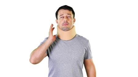 krk : Mid adult man wearing a cervical collar  Dostupné videozáznamy