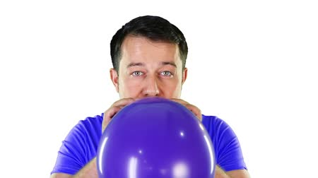 darbe : Mid adult man blowing balloon until it exploded Stok Video