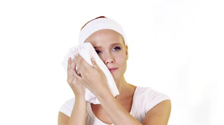 dab : Young adult woman dab her face with a towel