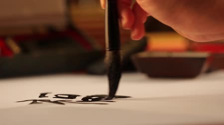 ano novo chinês : Writing chinese calligraphy blessing
