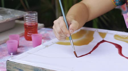 műalkotás : Slow motion of batik painting process