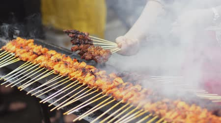 barbecue chicken : Grilling delicious satays at bazaar Ramadan