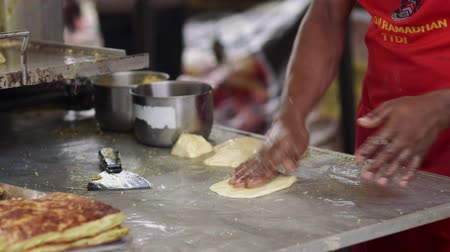 ramadan bazaar : Vendor making murtabak at bazaar Ramadan Stock Footage