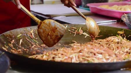 rice cake : Stir frying kway teow at bazaar Ramadan Stock Footage