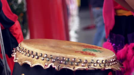 barulhento : Chinese drummer playing the music instrument Stock Footage