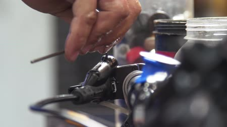 ремонтник : Closeup on bicycle brake lever maintenance