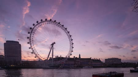 Лондон : Sunrise time lapse and moving clouds at London Eye