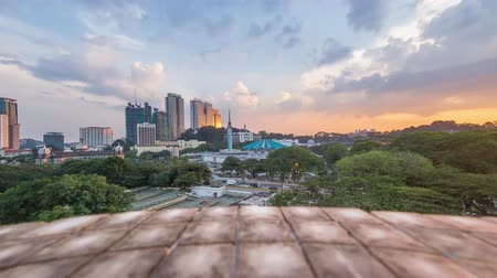 város : Sunset Time Lapse at National Mosque, Kuala Lumpur, Malaysia with camera panning to the right