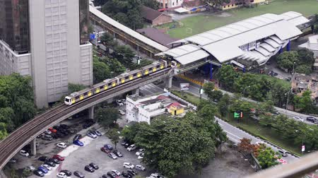 szállítás : An aerial view of a Light Transit Rail LRT in Kuala Lumpur, Malaysia during daylight. Public transport on Kuala Lumpur is managed by MyRapid.