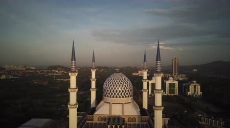 abdul : Aerial Shot - Sunrise at a mosque. Arabic writing on the dome reads - Believe in one God. Drone flying forward slowly. Stock Footage
