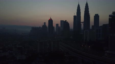 arka görünüm : Aerial Video - Kuala Lumpur at dawn, silhouette of Petronas Towers in the morning. Camera drone moving back