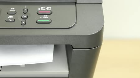 impressão digital : Front view of printer printing one page