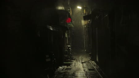 uliczka : Establishing shot of dark alleyway with Chinese lantern blowing in typhoon wind and rain.