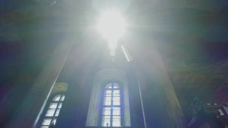 aanbidding : Interior of a traditional Orthodox Church - Heavenly ray of light