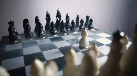 rytíř : stock footage chessboard and chess pieces